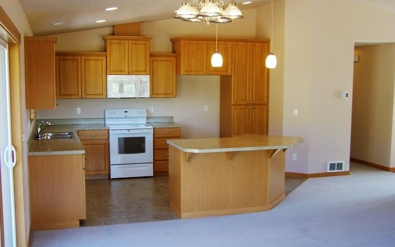 1192,Traditions-Cabinets,Signature-Trim,Laminate-Countertops,White-Appliances,Vinyl,Vaulted-Ceilings,Kitchen