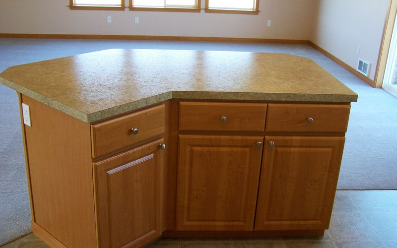 1192,Traditions-Cabinets,Signature-Trim,Laminate-Countertops,Vinyl,Kitchen