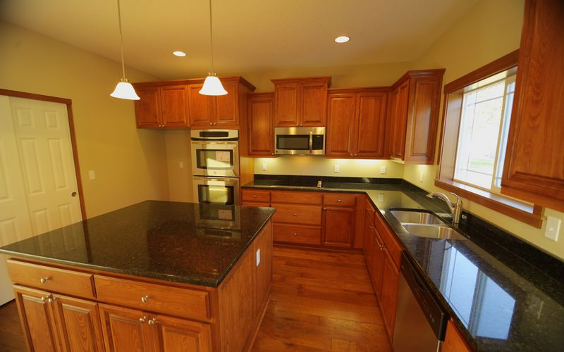 2432,Stainless-Steel-Appliances,Kitchen-Island,Kitchen,Window-Grids
