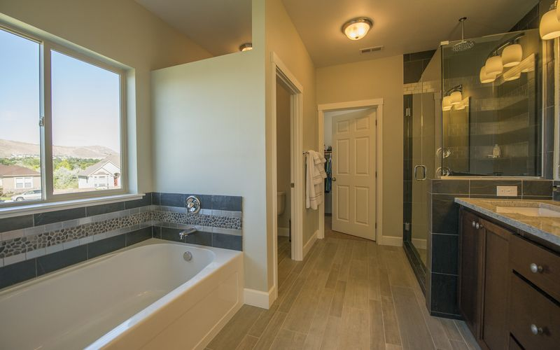 2734,Bathroom,Custom-Features,Tile